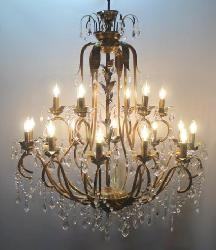 The Customized New Antique Pattern Italian Design Candle Holder Chandelier